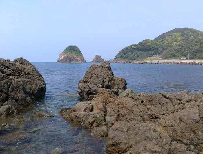 Oshima Island, looking for materials